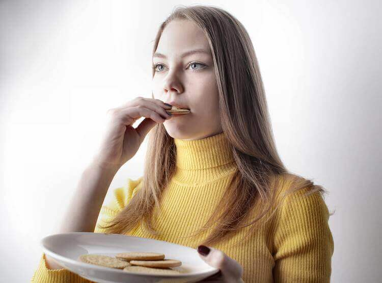 6 Clever ways to stop eating late at night - Everything Abode