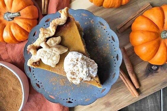 Classic Pumpkin Pie via @everythingabode