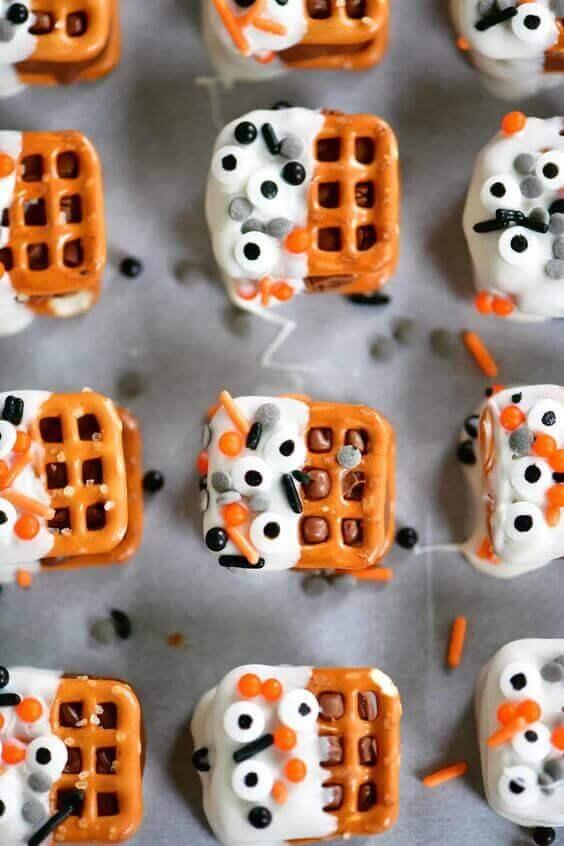 Halloween Candy Bar Pretzel Bites