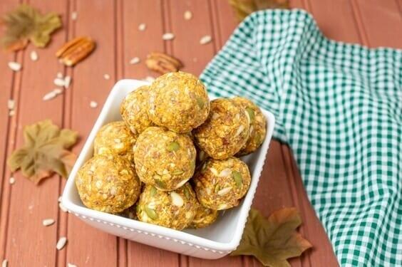 Pumpkin Spice Energy Balls via @everythingabode