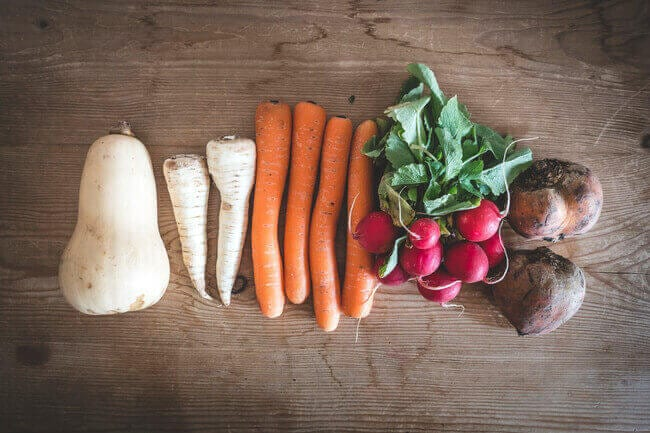 10 Simple Veggies & Fruits to Regrow from Kitchen Scraps --- Everything Abode