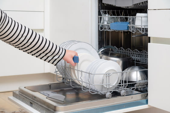 clean dishwasher for a good smell for house