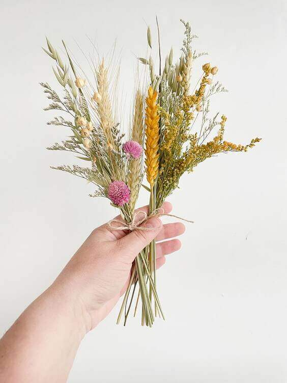 dried flowers and herbs can make your home smell better